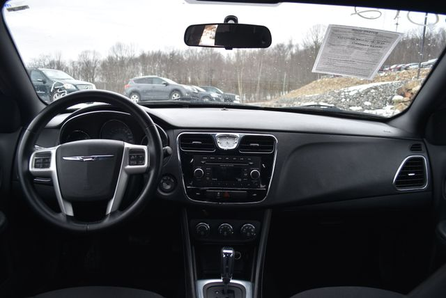 2013 Chrysler 200 Touring Naugatuck, Connecticut 11