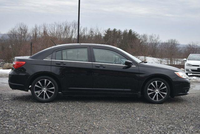 2013 Chrysler 200 Touring Naugatuck, Connecticut 5