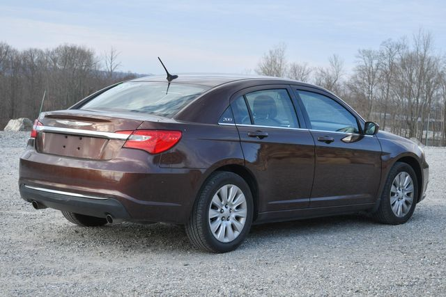 2013 Chrysler 200 LX Naugatuck, Connecticut 4
