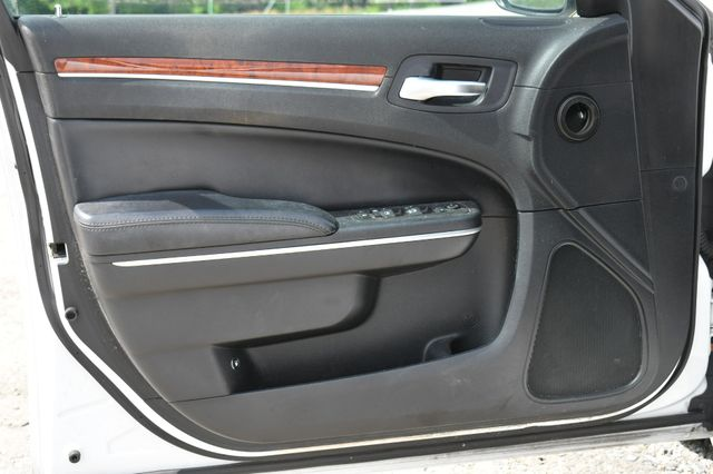 2013 Chrysler 300 Naugatuck, Connecticut 17