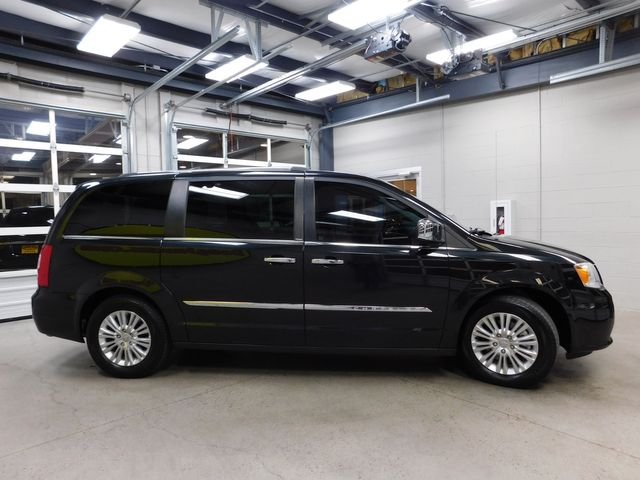 2013 Chrysler Town & Country Limited in Airport Motor Mile ( Metro Knoxville ), TN 37777