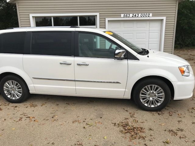 2013 Chrysler Town & Country Limited in Clinton, IA 52732