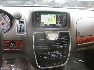 2013 Chrysler Town & Country Touring-L Farmington, MN 9