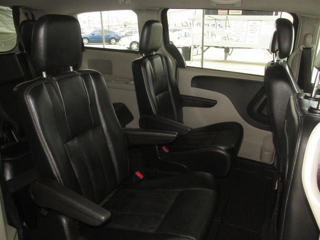 2013 Chrysler Town & Country Touring Gardena, California 11
