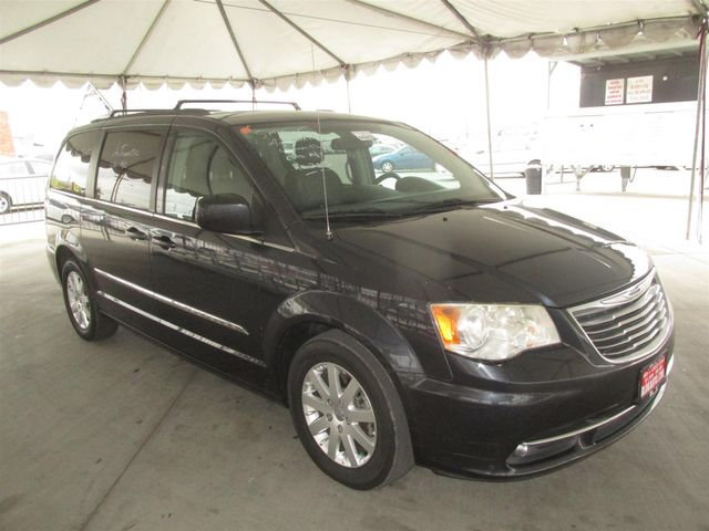 2013 Chrysler Town & Country Touring Gardena, California 3