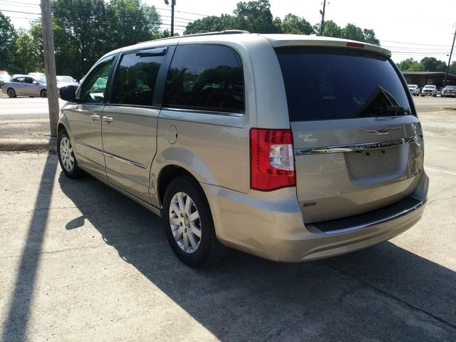 2013 Chrysler Town & Country Touring Houston, Mississippi 5