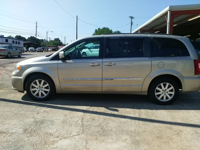 2013 Chrysler Town & Country Touring Houston, Mississippi 3
