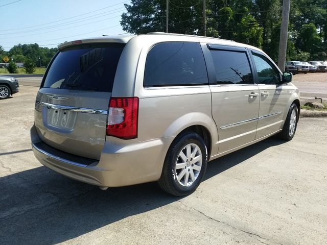2013 Chrysler Town & Country Touring Houston, Mississippi 4
