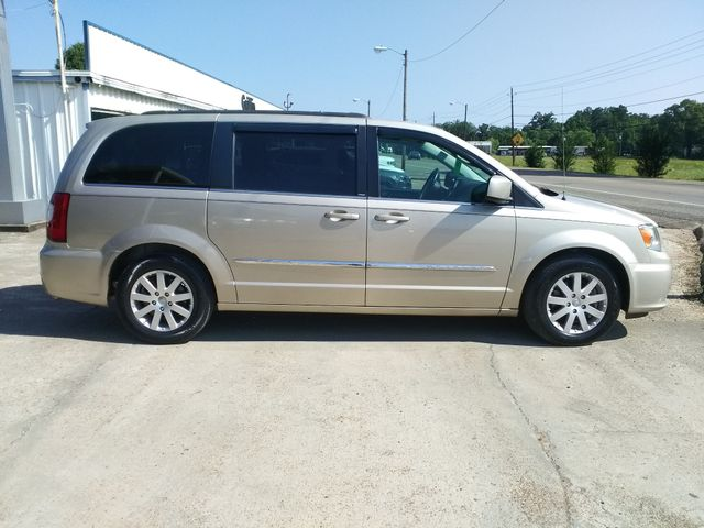 2013 Chrysler Town & Country Touring Houston, Mississippi 2