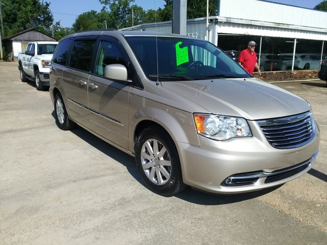 2013 Chrysler Town & Country Touring Houston, Mississippi 1