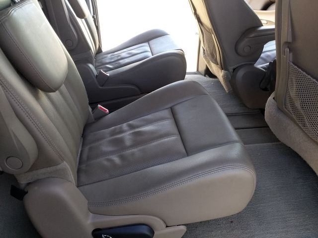 2013 Chrysler Town & Country Touring-L Houston, Mississippi 11