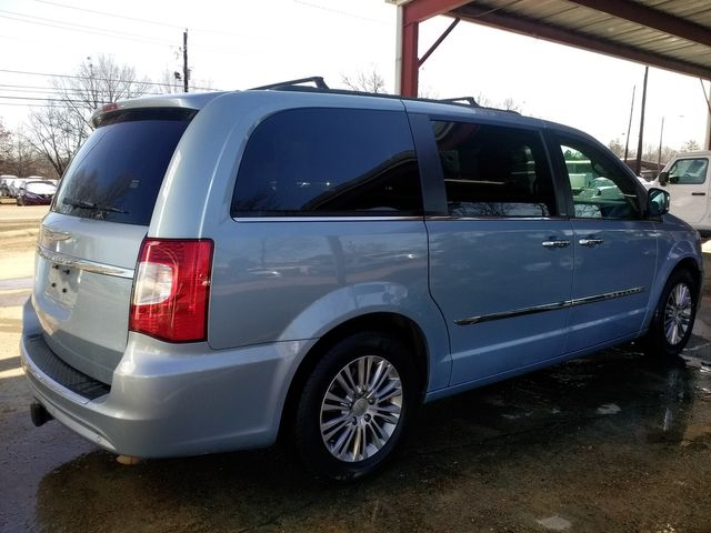 2013 Chrysler Town & Country Touring-L Houston, Mississippi 5