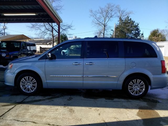 2013 Chrysler Town & Country Touring-L Houston, Mississippi 3