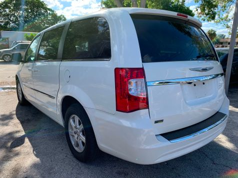 2013 Chrysler Town & Country Touring in Lighthouse Point, FL