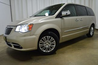 2013 Chrysler Town & Country Limited W/Navi & Sunroof in Merrillville, IN 46410