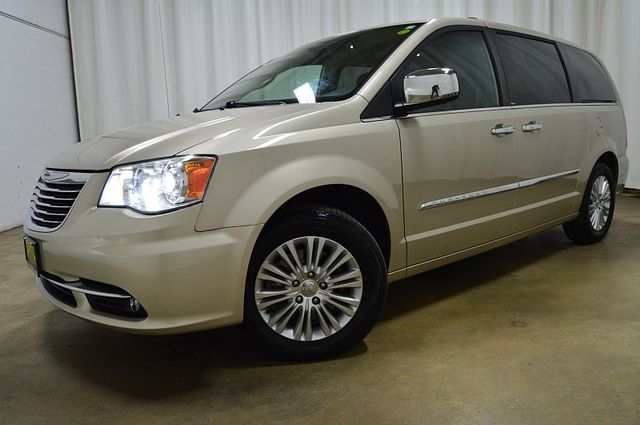 2013 Chrysler Town & Country Limited W/Navi & Sunroof