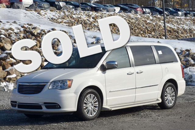 2013 Chrysler Town & Country Limited Naugatuck, Connecticut
