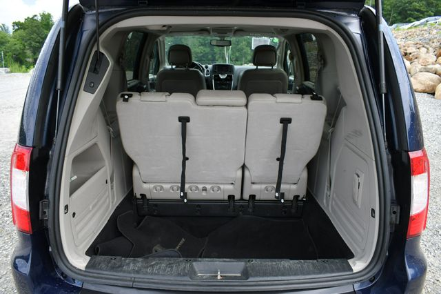 2013 Chrysler Town & Country Touring-L Naugatuck, Connecticut 12