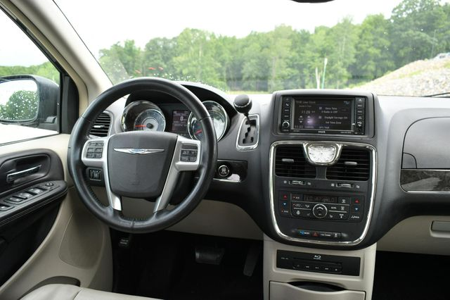 2013 Chrysler Town & Country Touring-L Naugatuck, Connecticut 13