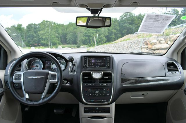 2013 Chrysler Town & Country Touring-L Naugatuck, Connecticut 14