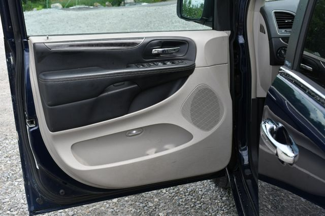 2013 Chrysler Town & Country Touring-L Naugatuck, Connecticut 16