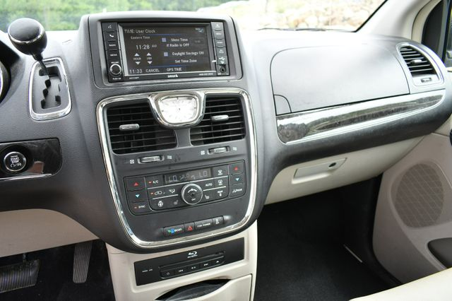 2013 Chrysler Town & Country Touring-L Naugatuck, Connecticut 18