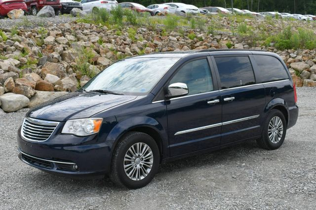 2013 Chrysler Town & Country Touring-L Naugatuck, Connecticut 2