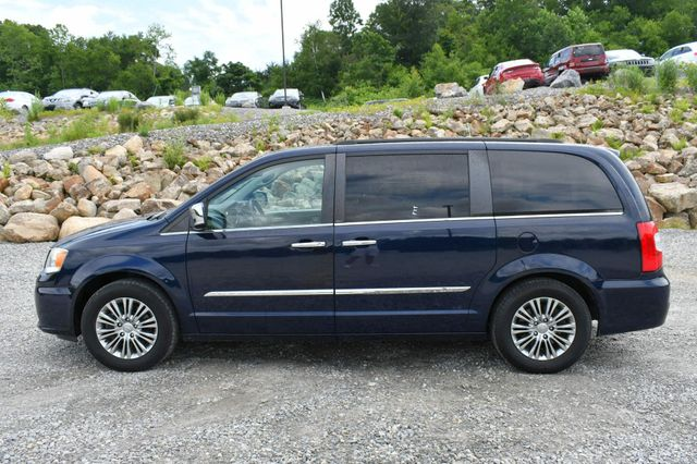 2013 Chrysler Town & Country Touring-L Naugatuck, Connecticut 3