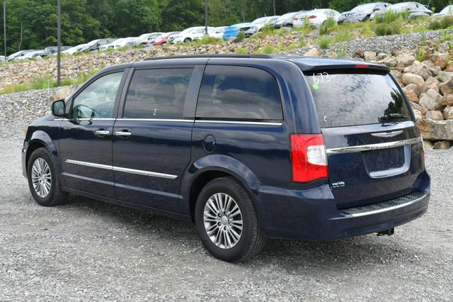 2013 Chrysler Town & Country Touring-L Naugatuck, Connecticut 4