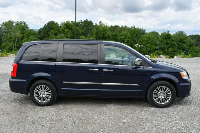 2013 Chrysler Town & Country Touring-L Naugatuck, Connecticut 7