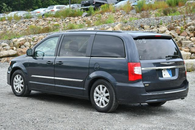 2013 Chrysler Town & Country Touring Naugatuck, Connecticut 3