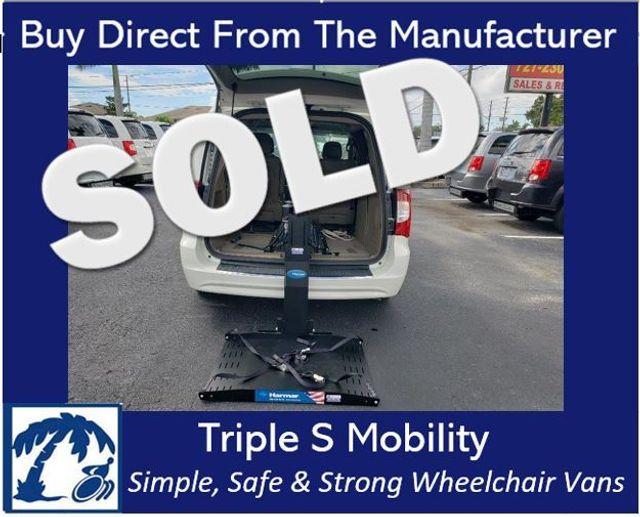 2013 Chrysler Town & Country Touring Wheelchair Van Handicap Ramp Lift Van