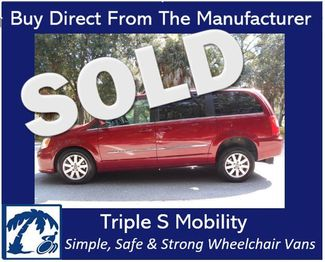 2013 Chrysler Town & Country Touring Wheelchair Van Handicap Ramp Van Pinellas Park, Florida