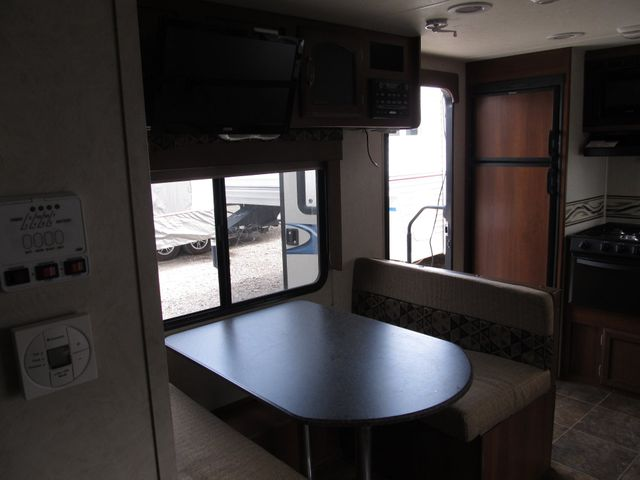 2013 Coachmen FREEDOM EXPRESS 246RKS Albuquerque, New Mexico 3