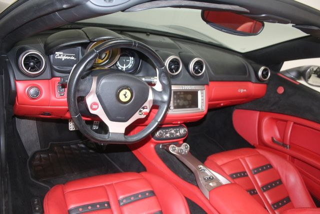2013 Ferrari California Houston, Texas 34