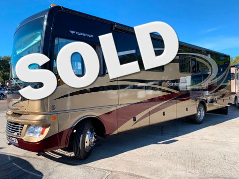 2013 Fleetwood BOUNDER 35K Bath and a Half Fully body paint. Washer/Dryer Ready in Palmetto, FL