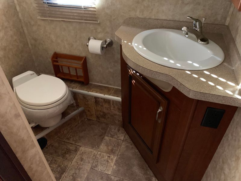 2013 Fleetwood BOUNDER 35K Bath and a Half Fully body paint WasherDryer Ready  city FL  Manatee RV  in Palmetto, FL