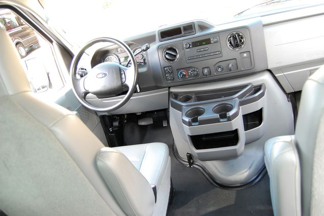 2013 Ford 11 Pass. XL Charlotte, North Carolina 16