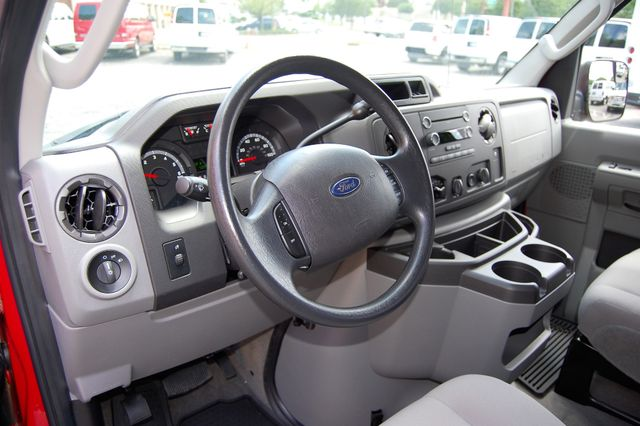 2013 Ford 15 Pass. XLT Charlotte, North Carolina 5