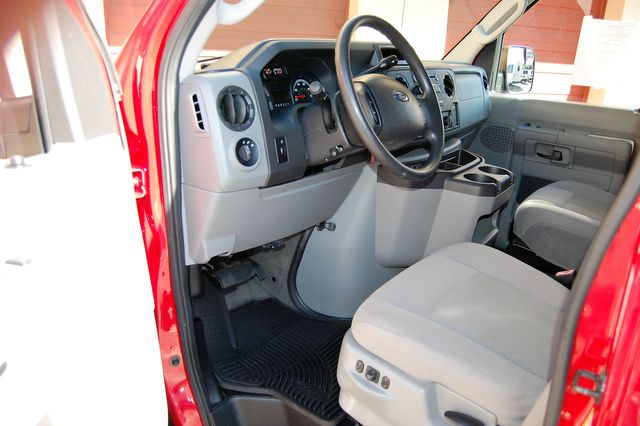 2013 Ford 15 Pass. V10 XLT Charlotte, North Carolina 4