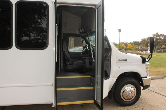 2013 Ford E-350 Starcraft 15 Passenger Shuttle Bus Irving, Texas 10