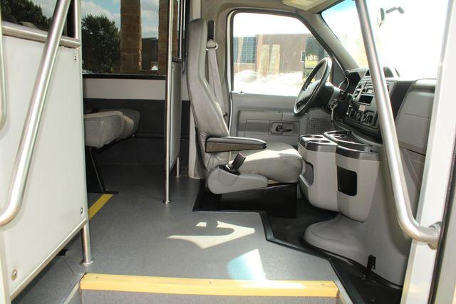 2013 Ford E-350 Starcraft 15 Passenger Shuttle Bus Irving, Texas 12