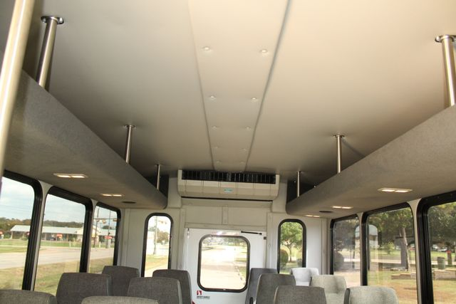2013 Ford E-350 Starcraft 15 Passenger Shuttle Bus Irving, Texas 16