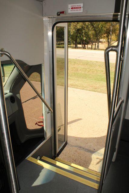 2013 Ford E-350 Starcraft 15 Passenger Shuttle Bus Irving, Texas 32
