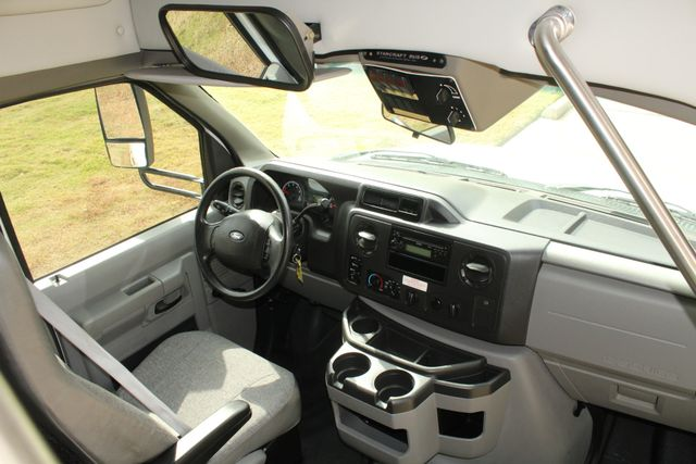 2013 Ford E-350 Starcraft 15 Passenger Shuttle Bus Irving, Texas 37