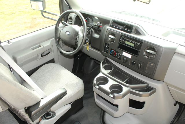 2013 Ford E-350 Starcraft 15 Passenger Shuttle Bus Irving, Texas 40