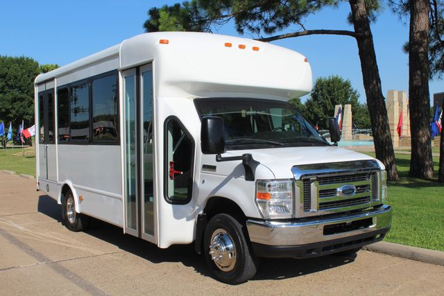 2013 Ford E350 15 Passenger Starcraft Shuttle Bus W/ Wheelchair Lift Irving, Texas 65