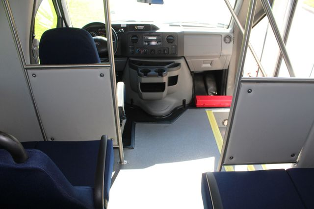 2013 Ford E350 15 Passenger Starcraft Shuttle Bus W/ Wheelchair Lift Irving, Texas 26