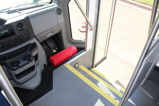 2013 Ford E350 15 Passenger Starcraft Shuttle Bus W/ Wheelchair Lift Irving, Texas 28