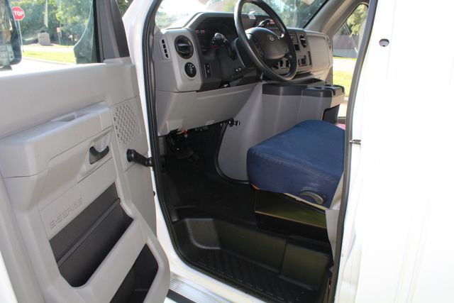 2013 Ford E350 15 Passenger Starcraft Shuttle Bus W/ Wheelchair Lift Irving, Texas 39